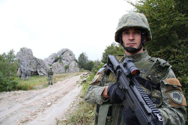 Στρατιώτης του Αλβανικού Στρατού (μέσω Twitter) | An Albanian soldier (via Twitter).
