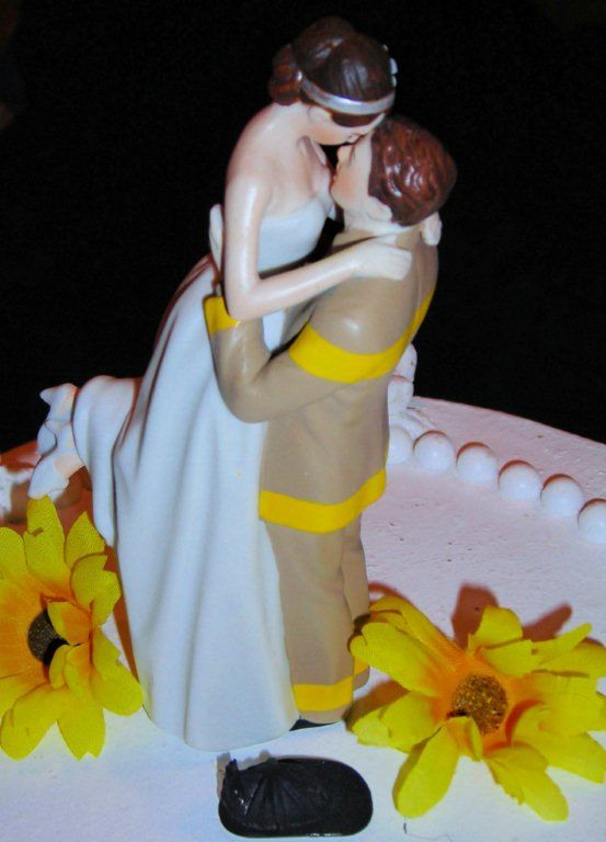fireman cake toppers for wedding cakes 17 best ideas about firefighter wedding cakes on 14270