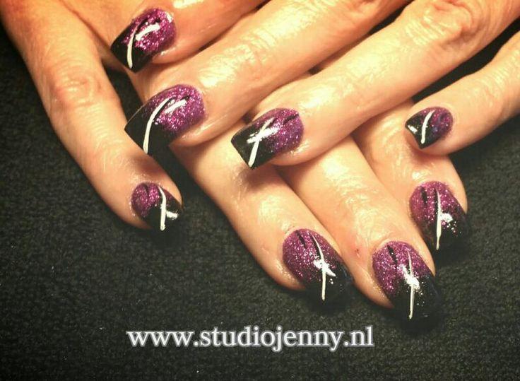 Stoere zwart met paarse acrylnagels - Door Studio Jenny