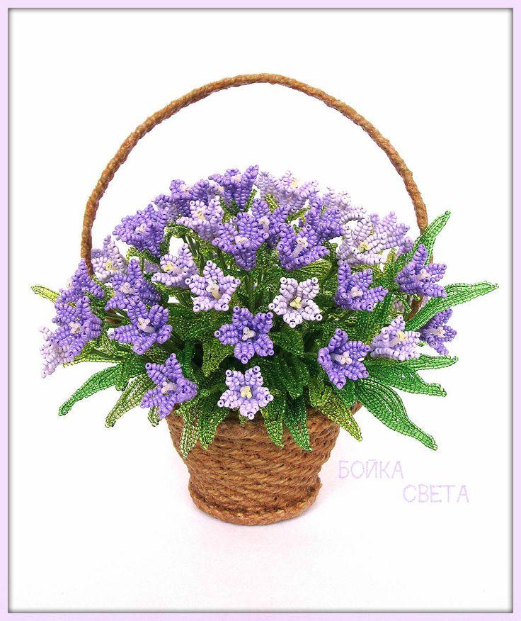 Цветы из бисера ручной работы. Корзинка с колокольчиками – в-18 см, ш-18 см