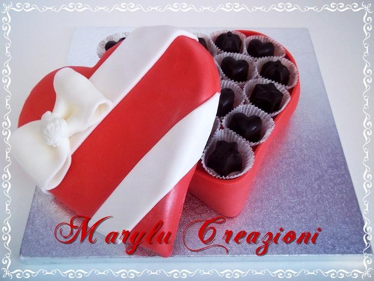 Torta a forma di scatola di cioccolatini per San Valentino, ricetta torta al caffè e tutorial