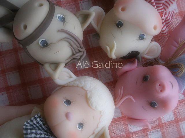 vaca, cavalo, porco e ovelha em biscuit