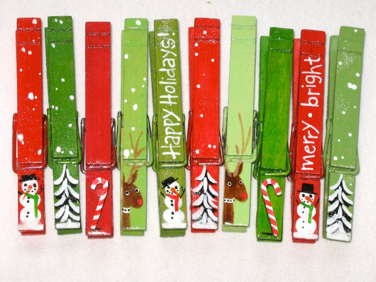 10 CHRISTMAS CLOTHESPINS hand painted magnetic set