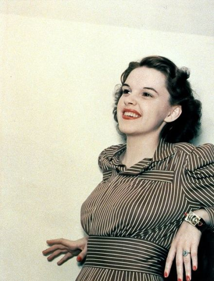 A rare photograph of Judy Garland in color from the late 30s.