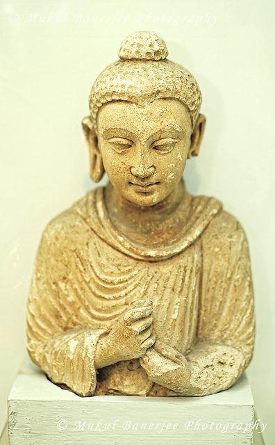 Gautam Buddha Statue, 2nd Century A.D., Gandhara Empire, India | Flickr: partage de photos!