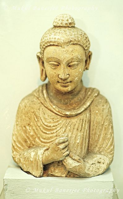 Gautam Buddha Statue, 2nd Century A.D., Gandhara Empire, India | Flickr : partage de photos !