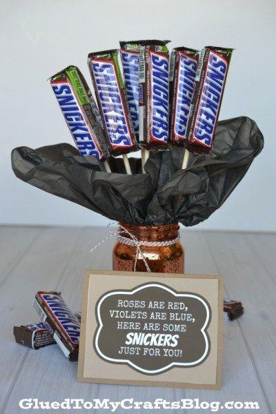 Snickers Candy Bouquet Geschenkidee w / kostenlose Karte zum Ausdrucken – Valentinstag Geschenk …   – Gift Ideas For Women