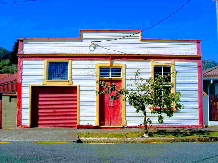 Funky House This is a house I came across in Thames (in the Waikato) I am not sure if this house was custom built for some reason. The garage door won't actually fit a car so your guess is as good as mine  #stusroadtrips #oldhouse #photo #photooftheday #sun #picture #smile #doors #windows #bluesky #blue #red #instagood #fun #style #amazing #funky #house #rolladoor #waikato #odd #smallhouse #tinyhouse #street