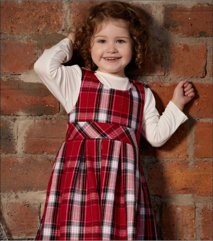 Her küçük kızın en sevdiği renk kırmızıdır.Bu yaz ve kış aylarında taze ve sıcak görünüyor.Rahat hem de resmi giyim için mükemmel bir renk.Yani burada orada küçük güzelliklerin için bazı süper şık kırmızı elbise modelleri…  Bu yumuşaklık ipeksi saten elbise yaka ve alt gibi bir kabarcıklı etek boyunca pilelidir.Bu şirin elbise daha bir omuz üzerinde …