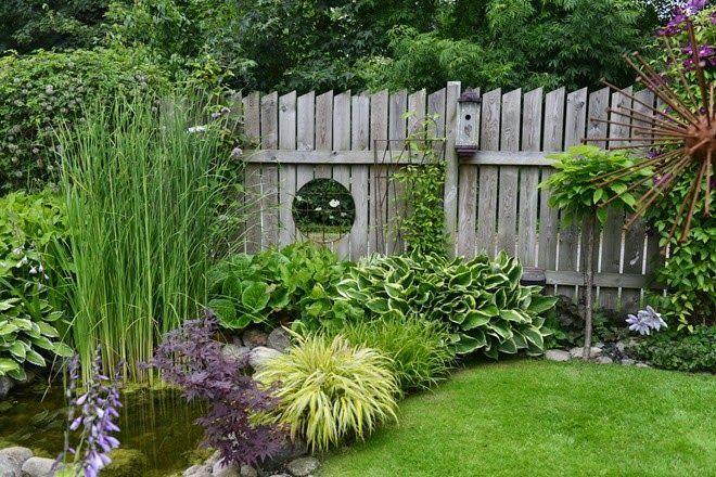 Lovely garden with mirror, birdhouse & metal artwork