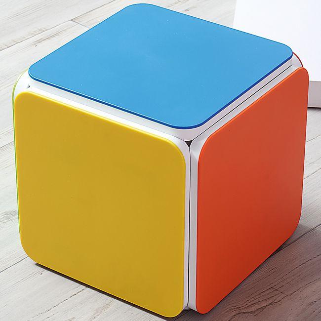 Dit compacte meubel wordt in een handomdraai omgevormd naar 5 krukjes of bijzettafeltjes. Voor kinderen, jong volwassenen en volwassenen, voor binnen én buiten gebruik ! Dit meubel past perfect in de woonruimte, de tuin of naast je ligbed aan het zwembad!