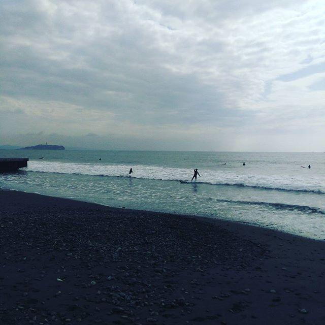 【surfarm_ota】さんのInstagramをピンしています。 《おはようございます(^o^) 今日の茅ヶ崎チーパーは腰サイズ!風は東サイド☆ #umind.jp #茅ヶ崎 #海 #湘南 #surf #chigasaki #seaside #サーフィン体験 #サーフィン #波乗り #Tバー #パーク #チーパー》