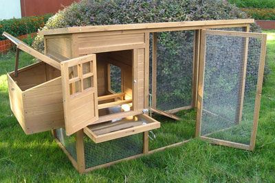 chicken coop - love the removable tray to make it easy to clean