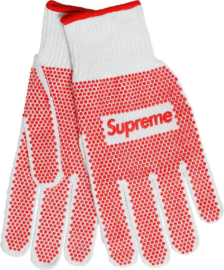 Пинбольный автомат, топор, строительные перчатки — и другие странные аксессуары из новой коллекции Supreme