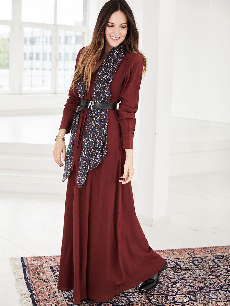 IVY & OAK Kleid 'Bow Collar' Evening Dress in rot bei ABOUT YOU bestellen. ✓Versandkostenfrei ✓Zahlung auf Rechnung ✓kostenlose Retoure
