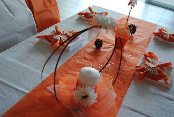 Centre de table mariage pacs marguerite orange et for Deco de table orange