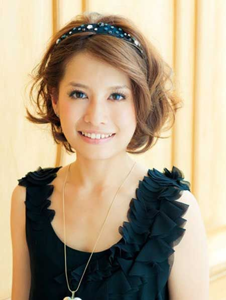 Short hair wit headband -use a  Headband with bling for wedding
