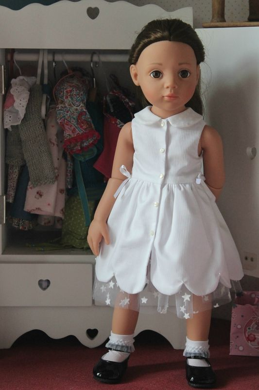Sewing for Dolls, Dolls dress. Love the tulle underskirt... (You can buy the pattern on her site)
