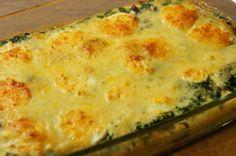 Recept   Spinazie ovenschotel, ik zou voor een koolhydraatarme variant wel de aardappelschijfjes weg laten!