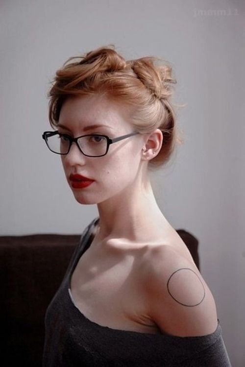 Simple Shoulder Circle Tattoo for Girls | Tattoo Ideas | Pinterest