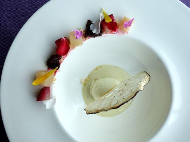 Pere al sidro di mele, melanzana brasata, gelato di olio extra vergine