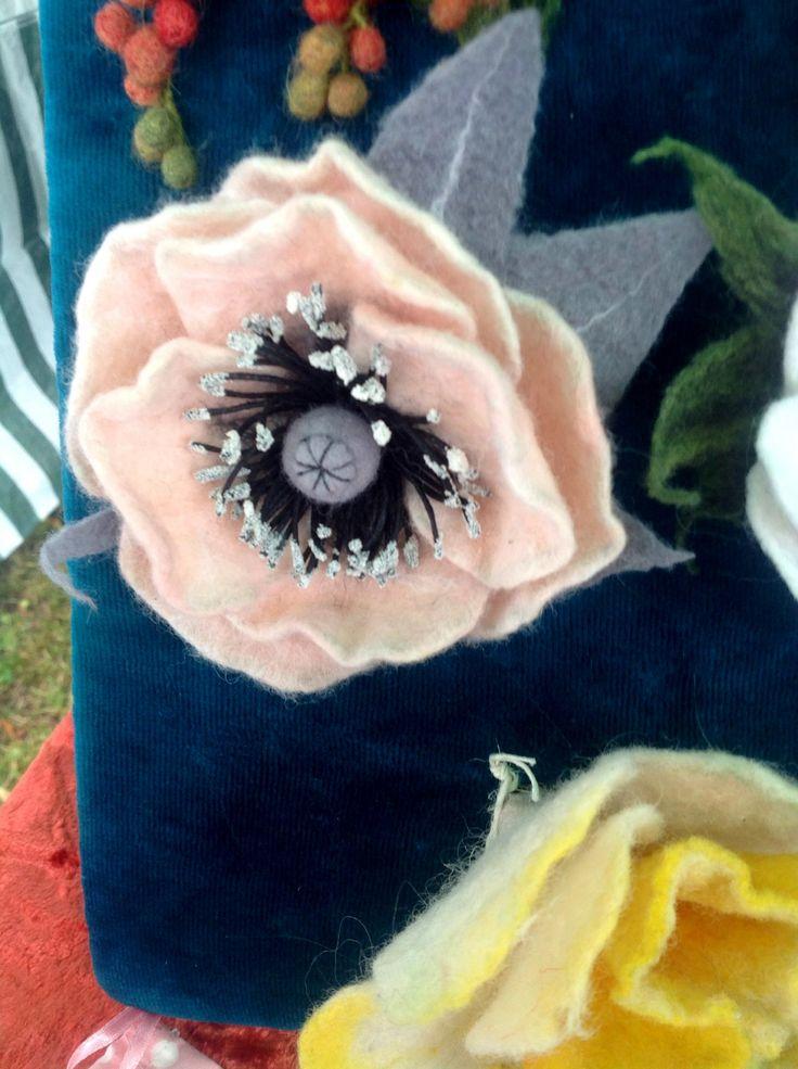 Брошь из шерсти Розовый мак (шерсть, проволочный каркас)