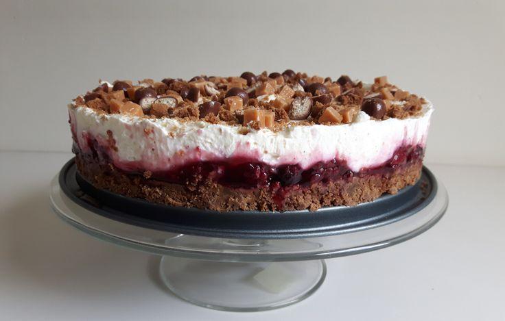 Het 'leukste' aan cheesecake vind ik dat je er eindeloos combinaties mee kunt maken. De bodem, de vulling, de topping.. Zoveel mogelijkheden. Deze keer koos ik voor een bodem van bastog…