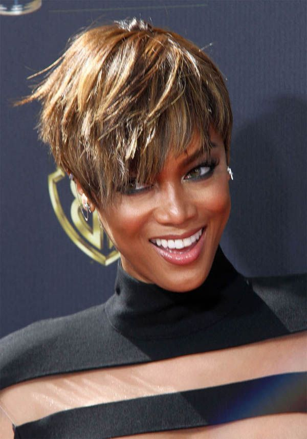 Tyra Banks heisser Pixie Cut                                                                                                                                                     More