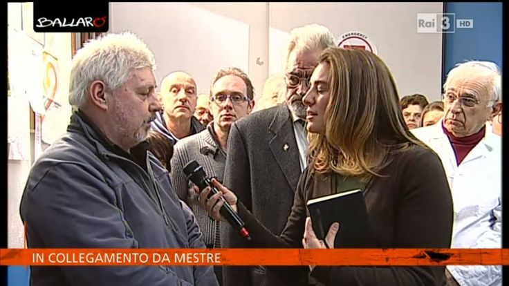 Tra i pazienti del Poliambulatorio di @emergencyong a #Marghera, uno su cinque è italiano. Guarda il video di Ballarò su http://www.rai.tv/dl/RaiTV/programmi/media/ContentItem-882467a8-f98d-4a96-955d-fd7adef00bf6.html