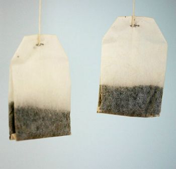 You're still throwing out used tea bags? I can assure you that after reading this you will not throw away a single used tea bag again. Most of us know the healing properties of tea, but not many know that previously used tea bags can be useful in many different ways.