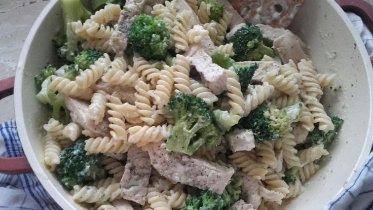 Alfredo - těstoviny s kuřetem a brokolicí