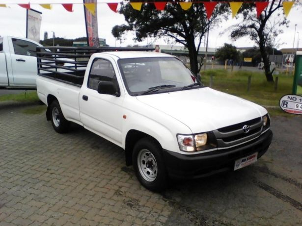 2002 Toyota Hilux 2.4 diesel Goodwood - image 2