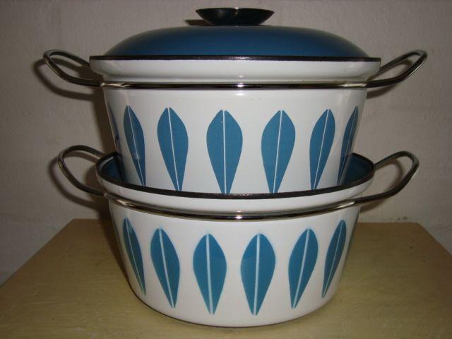 Cathrineholm Lotus retro enamel cooking pots. #Cathrineholm #Lotus #Prytz #Kittelsen #kitchenware #enamel #retro #emalje #gryde. SOLGT.