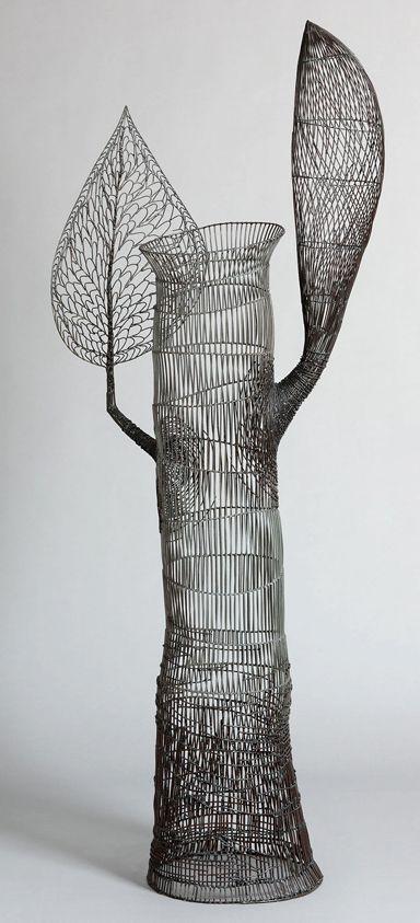 Wire sculpture by Glenn Murray http://www.wattersgallery.com/artists/MURRAY/2011/SmallRegeneration.jpg