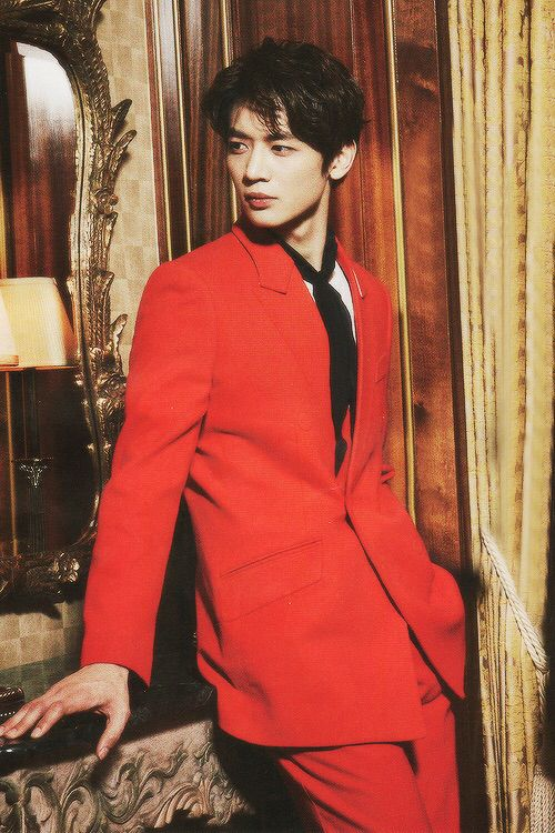 MinHo(e). Because there comes a time when the flaming charisma flames dem shawols ovaries.