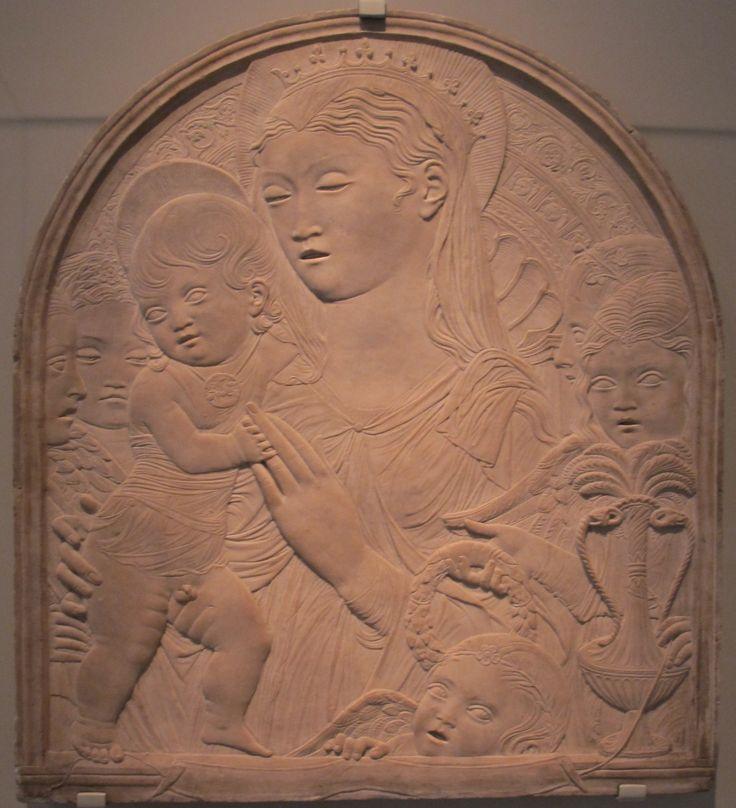 Agostino di duccio madonna bambino_5_angeli,1450-60_ca..JPG