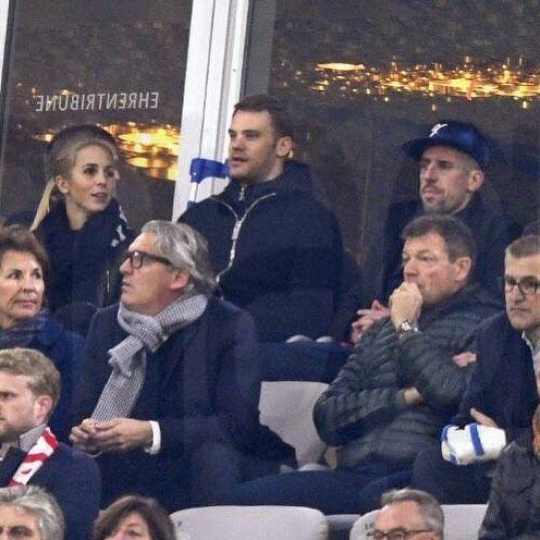 "31 lượt thích, 5 bình luận - Fanpage for Manuel Neuer ❤⚽ (@mybelovedneuer) trên Instagram: ""Manu & Nina at the stadium today ⚽️ 2:0 HT ❤️ (28/10/17) #ninaneuer #ninaweiss #franckribery…"""