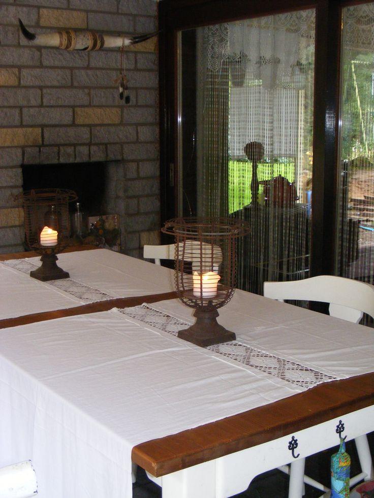 Nice, Pillowcases used as a table runner / leuk idee, oude kussenslopen gebruikt als tafelloper. http://www.detijdvantoen.net/webshop/woonaccesoires/2-kussenslooplappen-met-monogram/
