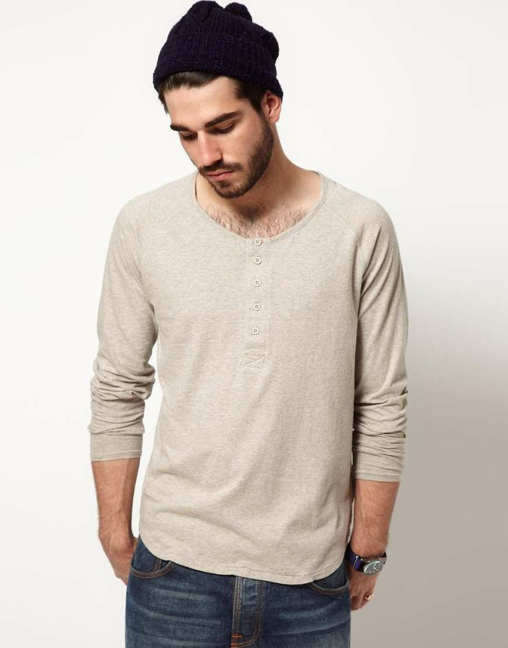 By definition, men's henley T-shirts offer a casual look. Created from soft cotton, these T-shirts feature a handful of buttons at the top for visual appeal. The perfect compromise between a traditional men's T-shirt and a button-up shirt, henleys elevate your laid-back look.