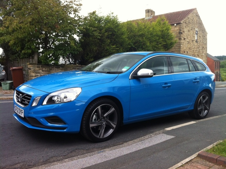Volvo V60 R-Design, rebel blue, 325 pones, 28 mpg.