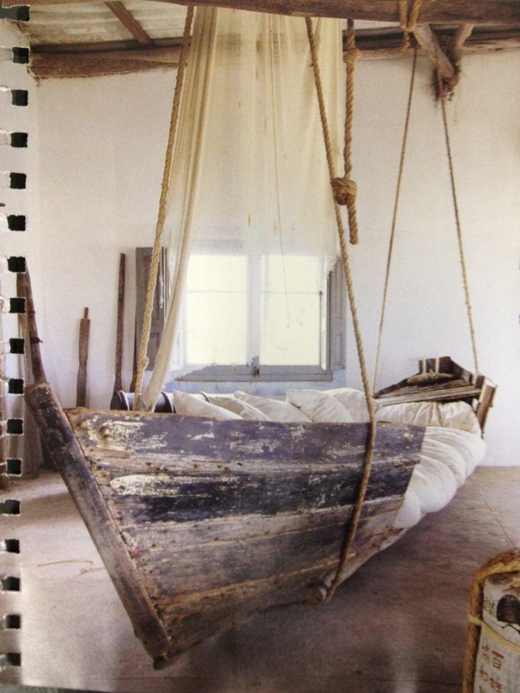 Uma cama, no doce balanço do mar....