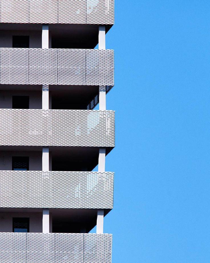 Minimal budowlany #wrocław #architecture #minimalism #wroclove #wroclovers #wroclaw360 #wroclaw_official #architecturelovers #minimalist #architecturephotography #nikond7000 #nikonartists #polska_w_obiektywie #ark_minimal #rsa_minimal #polandarchitecture #learnminimalism #minimalismo #archidaily #arquitetura #building #simplicity