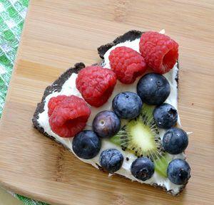 Chocolate fruit pizza: Fruit Pizza Recipes, Desserts Recipes, Chocolate Fruit, Yummilici Food, Recipes Swimspot, Pizza Pizza, Desserts Pizza, Chocolates Fruit Pizza, Pizza Desserts