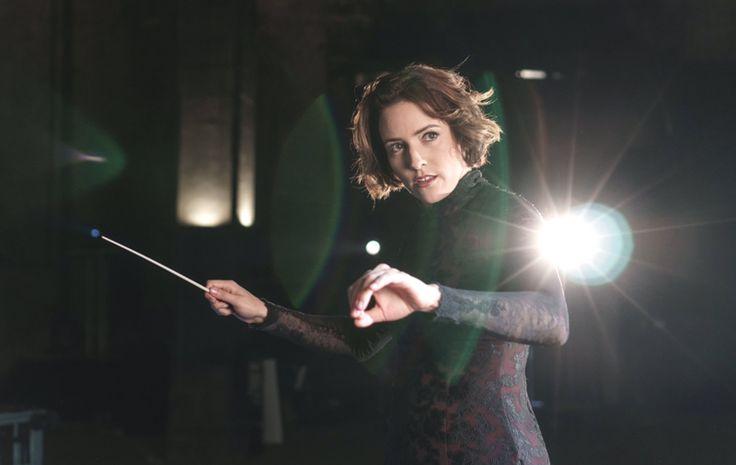 La directora de orquesta Alondra de la Parra, obtuvo el Emmy en la categoría mejor dirección musical en la 38 entrega anual de los Sports Emmy Awards