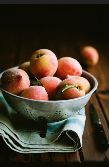 Peaches are fructosefriendly // Find fructosefree recipes on http://fifthfloor.kitchen