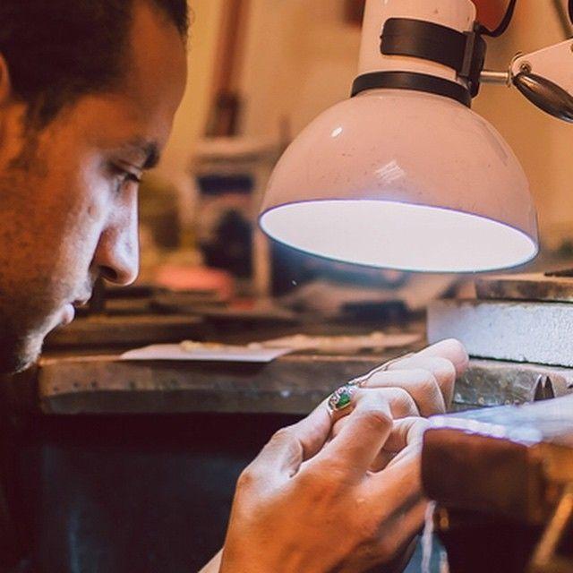 Bijuteriile cu suflet sunt create de mâinile talentate ale bijutierilor, nu de brațele programate ale mașinăriilor. Sabion, creație românească cu suflet.      #sabion #bijuterii #romania #handmade #hands #targumures #cluj #oradea #bucuresti #timisoara #iasi #victoriei #jewlery #jewelrylover #live #love #life #enjoy #smile #design #designer #art #artist #vscocam #instajewelry