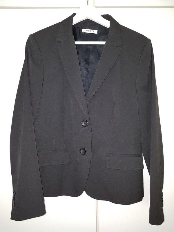 Klassischer schwarzer Blazer z.B. für's Büro einreihig