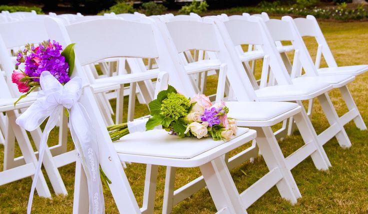 Niet tevreden met de aanwezig stoelen op de evenement locatie of trouwlocatie? Op zoek naar elegante witte stoelen voor jullie bruiloft, feest of evenement? Wij verhuren wedding chairs volgens de laatste trends! Van rustieke cross-back chairs, tot witte en bruine houten en witte kunststof klapstoelen enelegantewitte en gouden chiavari stoelen. Witte enBruine Klapstoelen Wij verhuren …