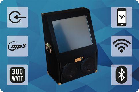 Jukebox Mini. Leichtes kompaktes Design, Multitouch Display, einfach zu bedienende Jukebox Software. Suchfunktion für Alben, Interpreten, Titel, Genre oder Gemischt. Playlistenerstellung oder Partymodus. Bluetooth - Verbinden Sie sich mit Ihrem Smartphone/Tablet/Laptop/PC und streamen Sie Ihre Musik direkt auf die Jukebox oder schließen Sie über den externen Musikeingang Ihren Musikplayer an. Steuern Sie die Jukebox über Ihr Smartphone per WLAN Fernsteuerung.