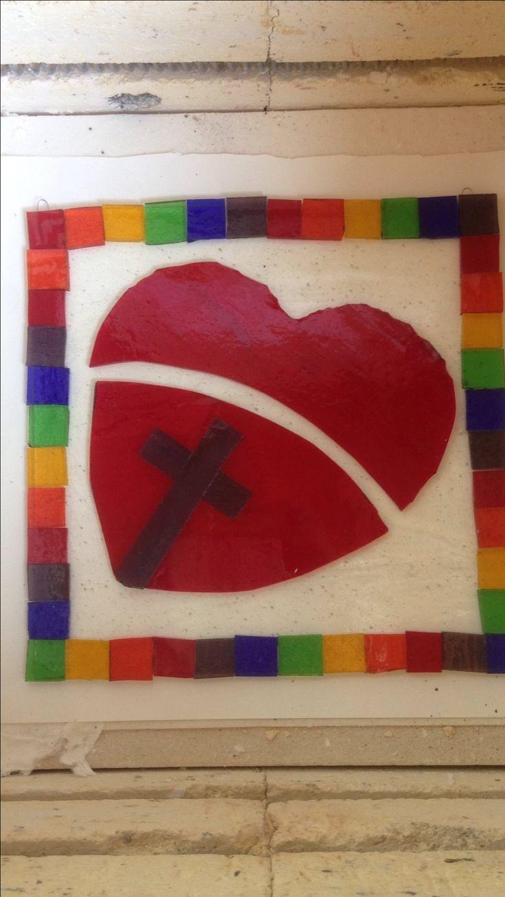Eigen ontwerp voor belijdenis met geloof (kruis), hoop (regenboogkleuren) en liefde (hart)